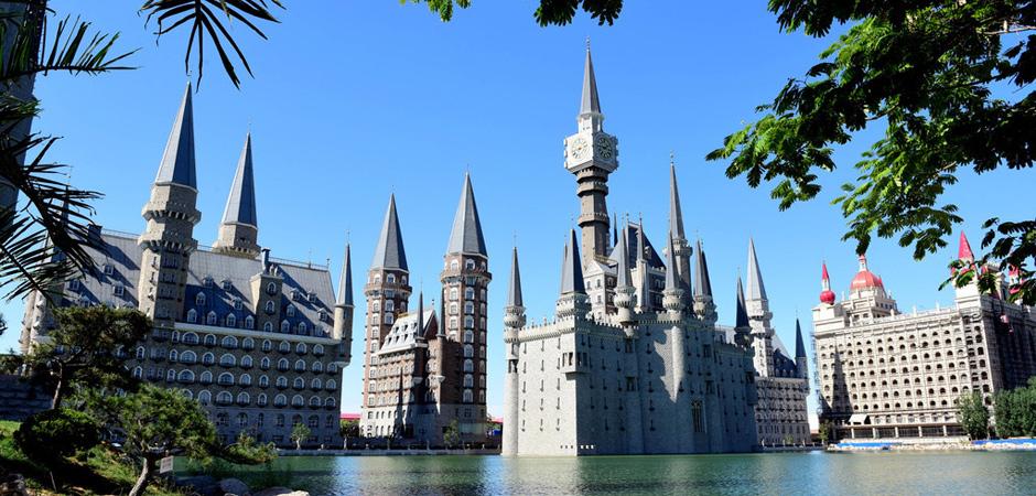 """让《每日邮报》都羡慕的""""魔法古堡?#20445;?#27604;迪斯尼都好看,不在牛津在河北"""
