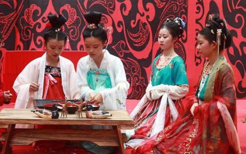 第十四屆河北省七夕情侶節在天河山景區舉行