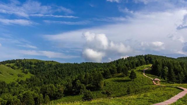 """北京周邊竟藏著一個""""高空中的綠寶石""""!空中草原、森林云海……綠到讓人心醉~"""