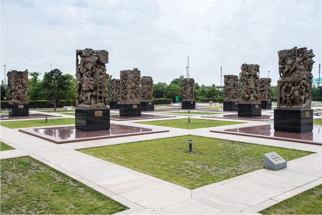 来中国人民抗日战争纪念雕塑园进行一场难忘的红色游