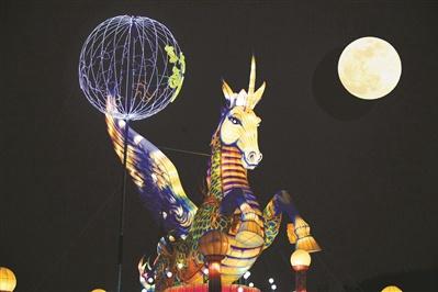 京城元宵灯会遇上超级月亮