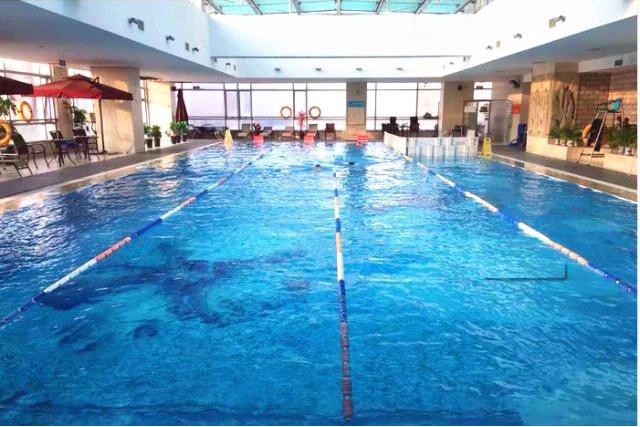 阳光游泳培训基地:小朋友边学边玩的游泳天地