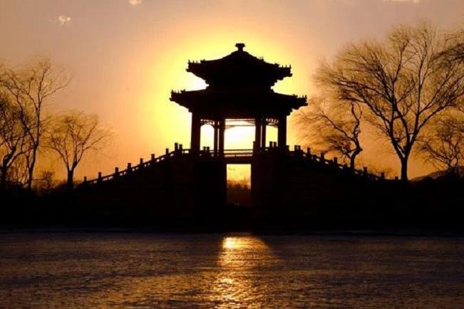 奇迹再现!夕阳斜挂,金光穿洞,北京这一罕见盛景出现了!