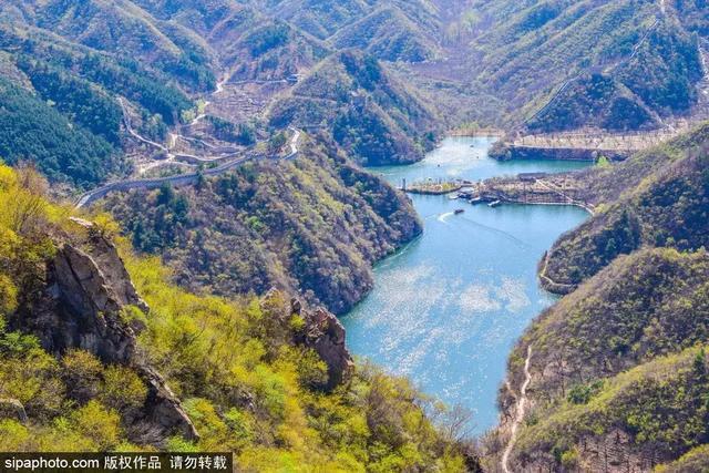 """坐着公交游""""西湖""""!离北京市区70公里就能到达的人间小天堂,花开成海,水天相映"""