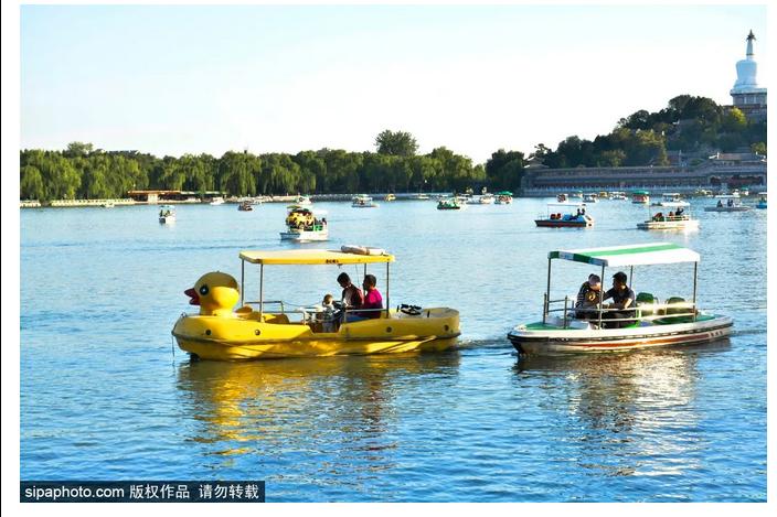 春天来啦,公园的游船开航啦!