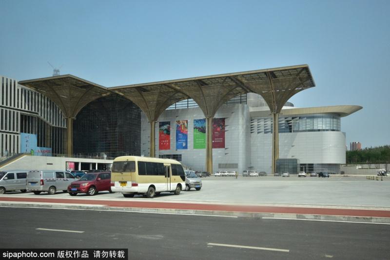 天津滨海文化中心:文化、科技、演出的综合体