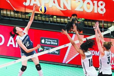 中国女排3比2力挫美国队