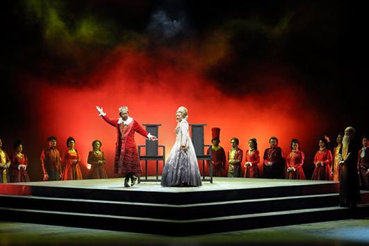 《哈姆雷特》:闪烁的星球与摇晃的大地