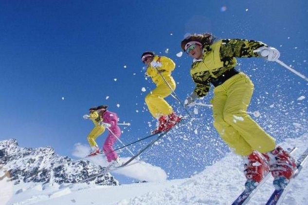 冰雪澳门葡京网址预订火热 滑雪服购买量同比增九成