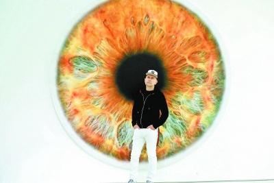 马克·奎恩以艺术之躯探问世界