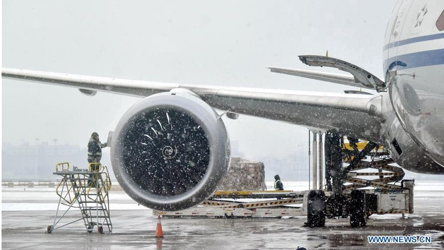 Deicing works underway at Beijing Capital International Airport