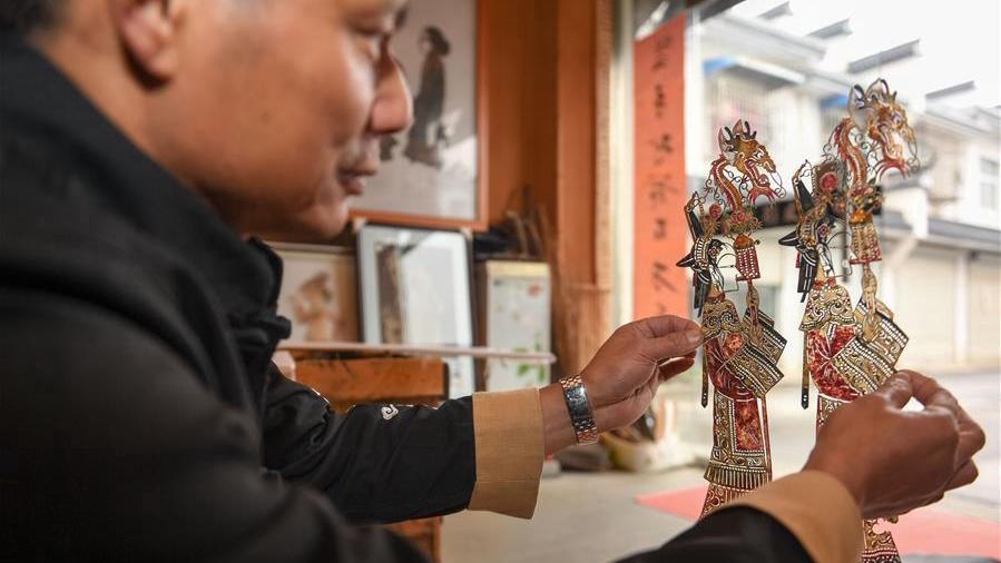 Inheritor of Wannan shadow play in China