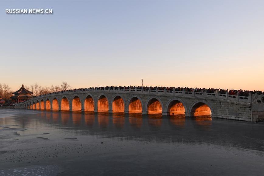 Золотое свечение 17 арок моста Шицикун