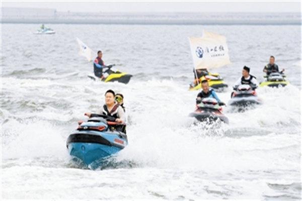 东疆摩托艇赛举行