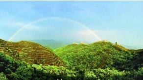 京郊密云蟠龙山长城现壮丽彩虹