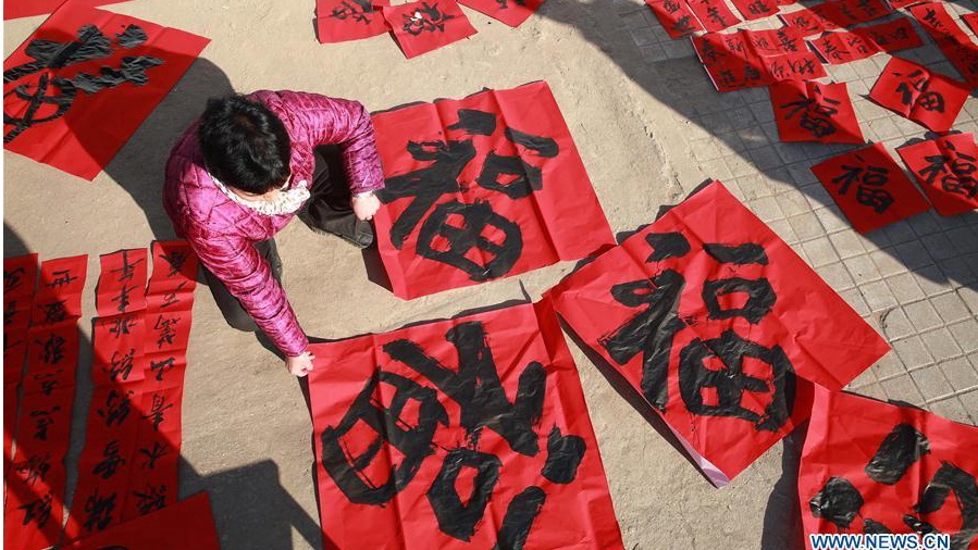 People write Chinese character Fu, couplets to greet Spring Festival