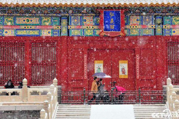 ?Снегопад придал пекинскому музею-дворцу Гугун особый шарм