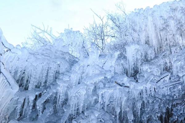凤凰岭的冰瀑奇观