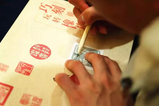 国贸商城故宫手工课:巧刻乾隆印,玩转橡皮章