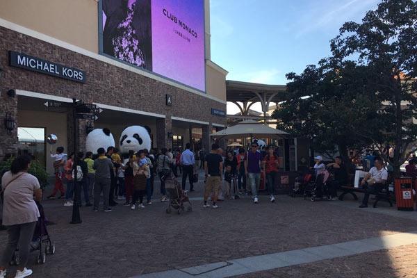 可愛的熊貓扮靚購物商場