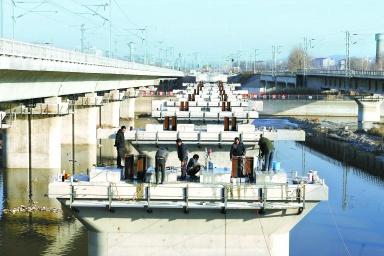 张家口南站改配套工程 清水河特大桥架梁完毕