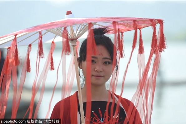 天津外国语大学举办华服日活动