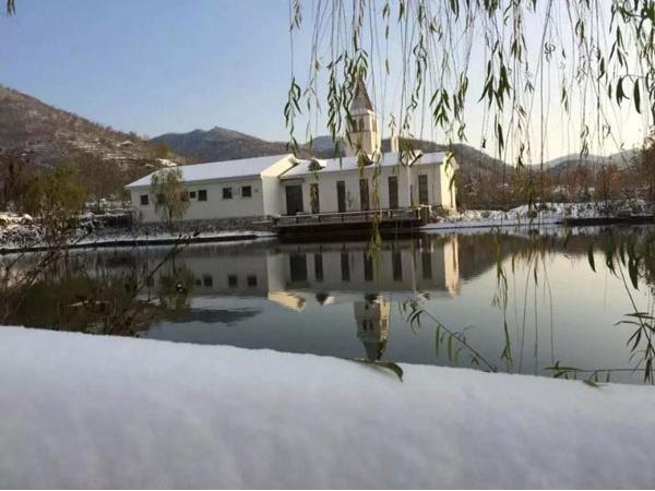 来北京静之湖度假区滑雪泡温泉吧!
