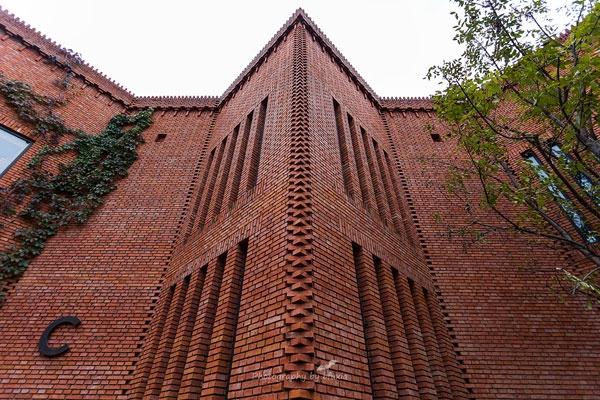赤レンガで出来た北京の人気美術館