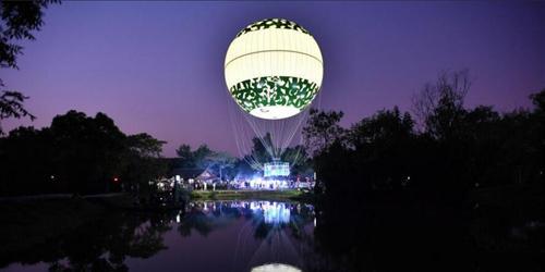 拉风! 杭州市民乘坐氦气球空中赏月