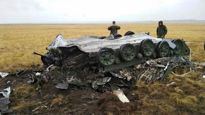 俄中部军演2辆空投战车因降落伞故障被摔散架