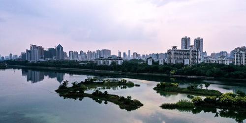 广西南宁:绿城秋色美