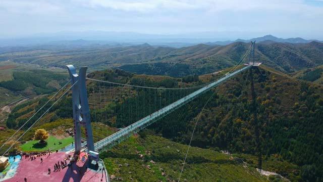 """航拍""""亚洲第一长""""高空玻璃吊桥"""