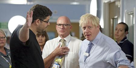 英首相约翰逊参观医院又被怼:你来只是为了露个脸
