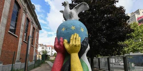 """世界和平日系列——比利时布鲁塞尔的""""团结·和平""""雕塑"""
