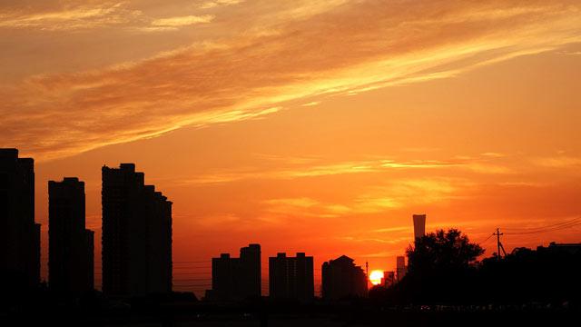 北京:通惠河畔晚霞满天