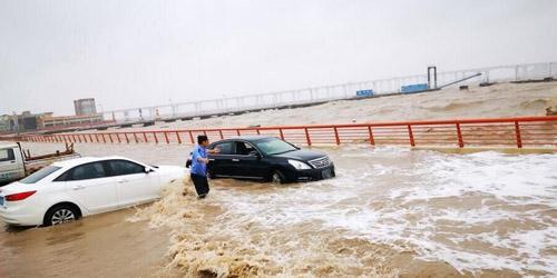 舟山:海水倒灌 冲击车辆