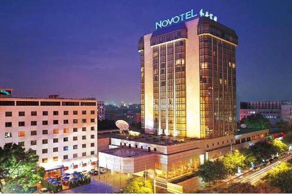 临窗眺望京城美景 北京诺富特和平宾馆
