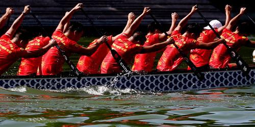 庆新中国成立70周年 意大利华人举行龙舟大赛